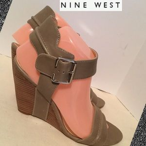 (Nine West) sz 9M wedge adj buckle faux leather